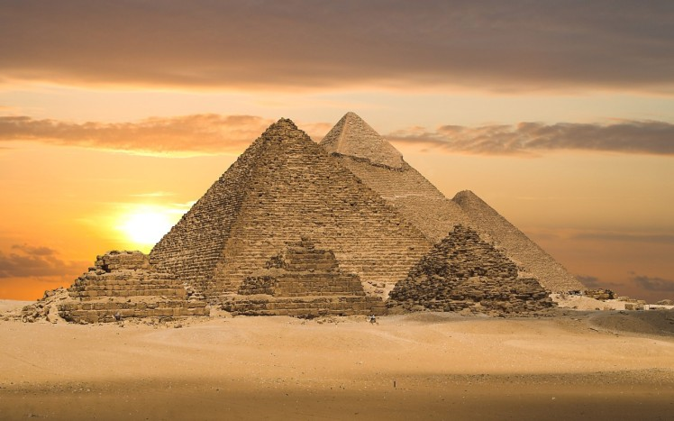 Gratuitous and totally unnecessary picture of the Pyramids at Giza, just in case you were unsure of the general shape of a pyramid. Nope, didn't think so...