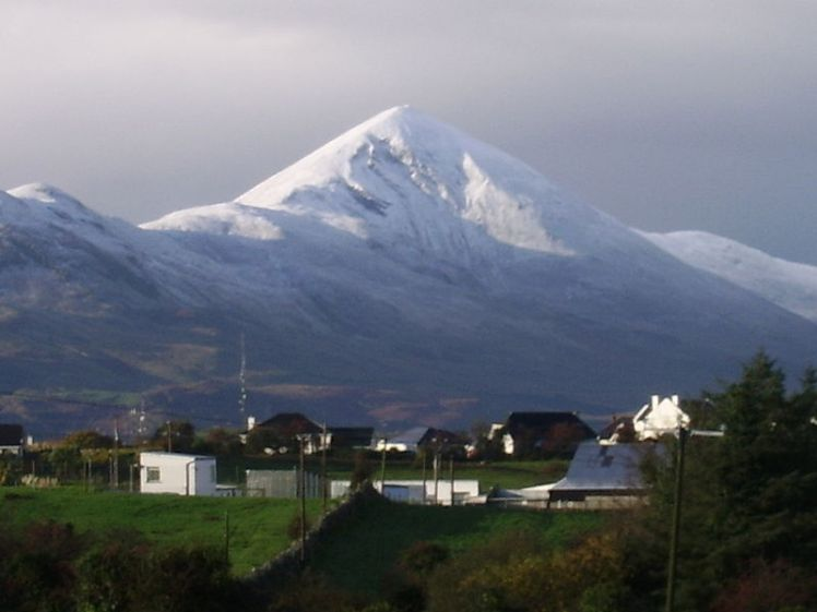 Croagh_Patrick_covered_with_snow_-_panoramio